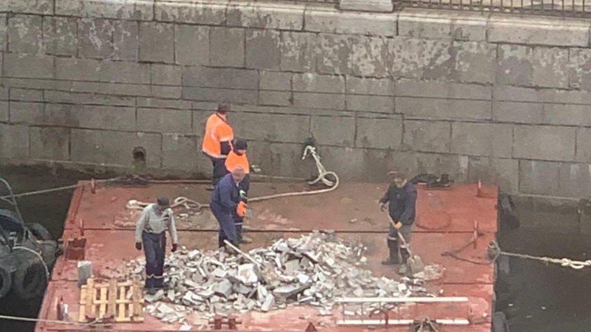 выбросили строительный мусор
